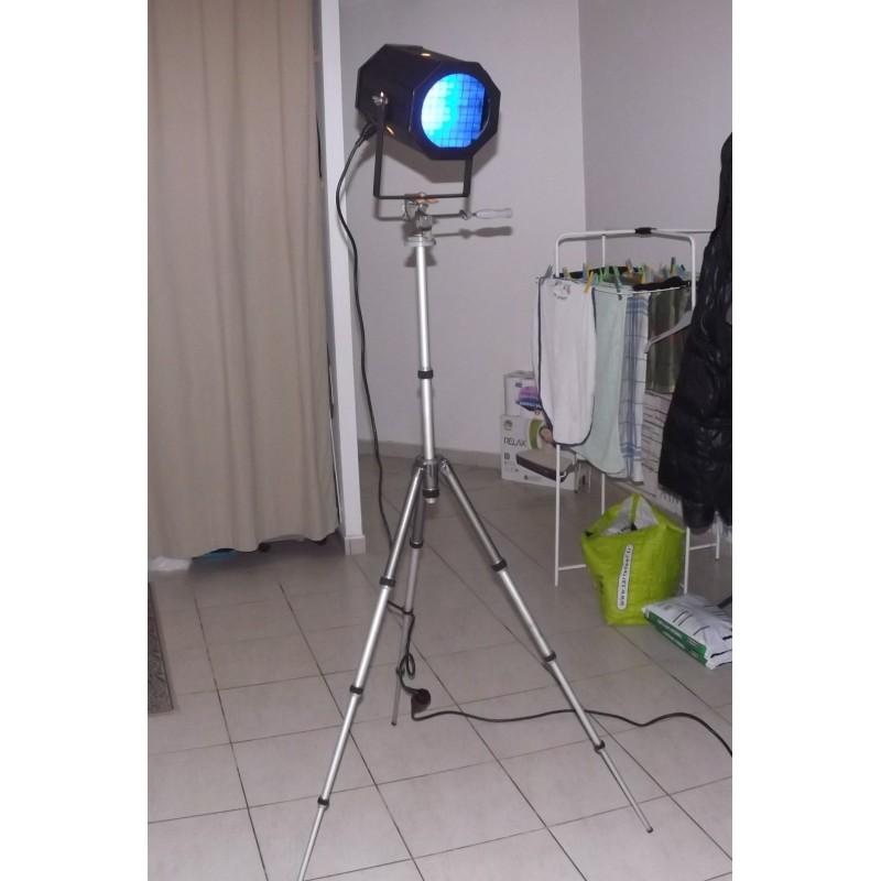 lampe design industriel spot de cinema sur tr pied photographe. Black Bedroom Furniture Sets. Home Design Ideas