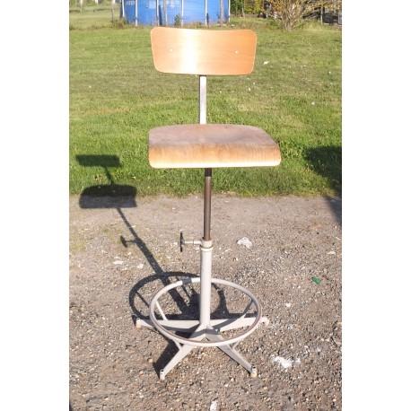 Chaise industrielle fer et bois for Chaise fer et bois