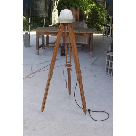 Lampe indus sur trépied chène Année 50