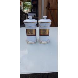 Paire de Pots a Pharmacie en Porcelaine