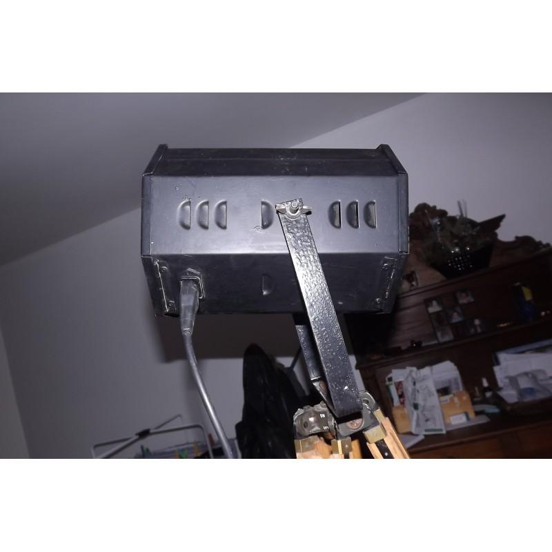 lampe design industriel spot de cinema sur tr pied ch ne de l 39 arm e. Black Bedroom Furniture Sets. Home Design Ideas